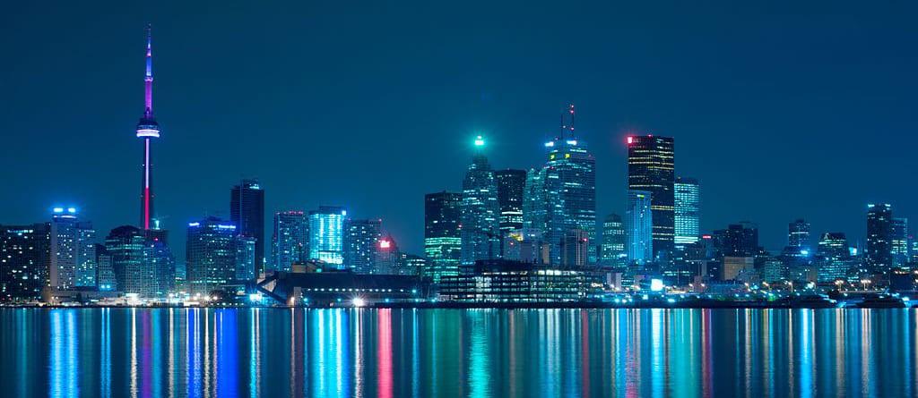 1024px-night_skyline_of_toronto_may_2009-copy