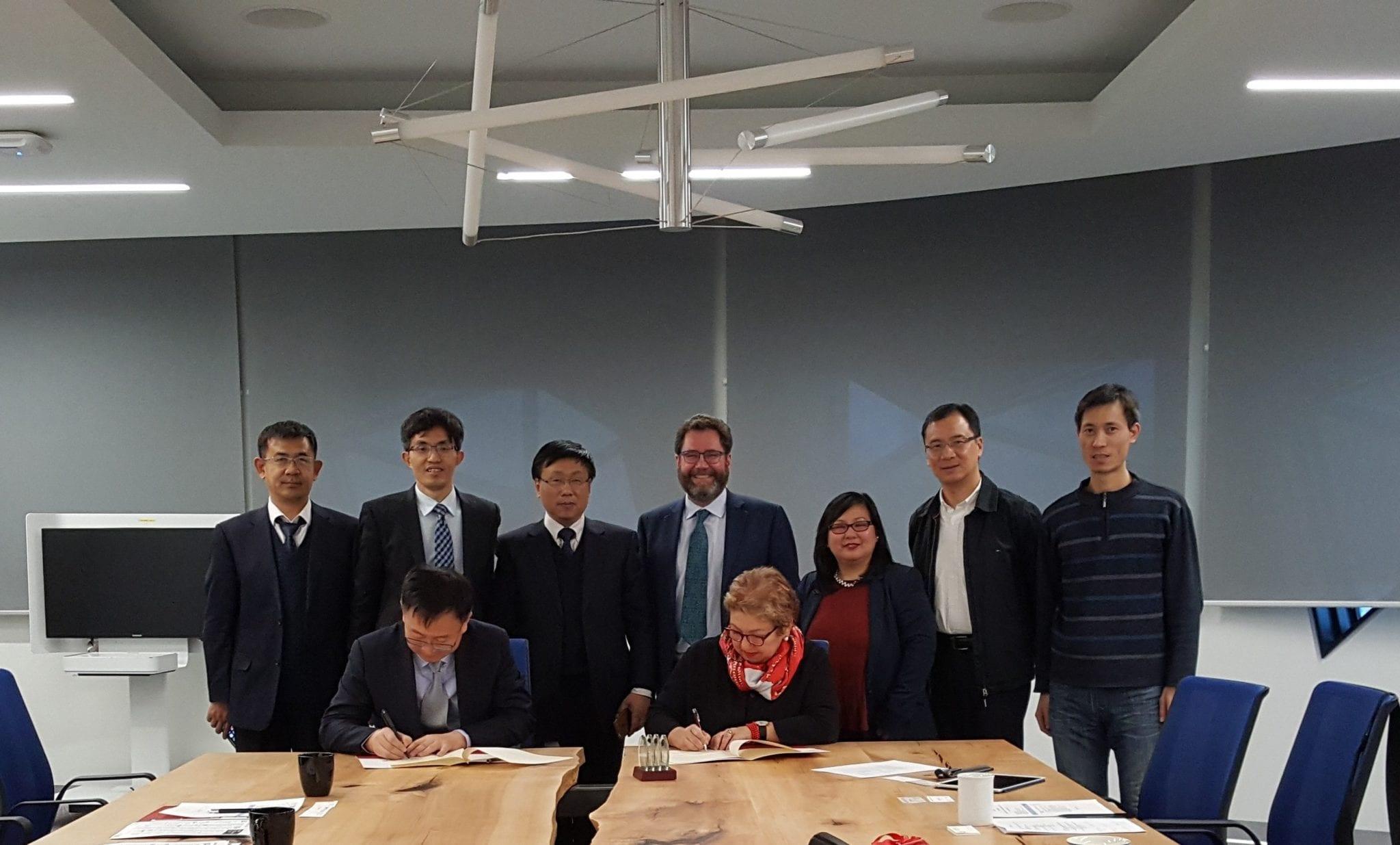 Vice-President Dr. Xinjun Li and York AVP International Dr. Marilyn Lambert-Drache sign MOU, Jan 2018